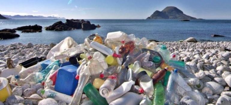 Il pianeta invaso dalla plastica